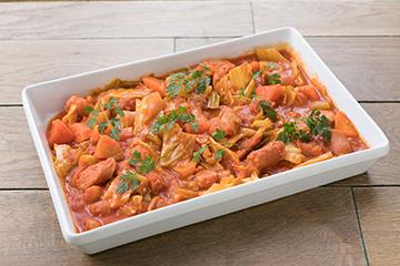川越産〈春キャベツ〉とソーセージのチリトマト煮込み