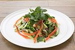 川越産キュウリと鶏挽肉のタイ風サラダ「ラープガイ」