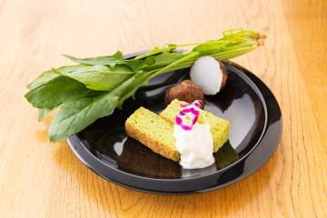 川越産ホウレン草のケーキ~里芋クリーム添え